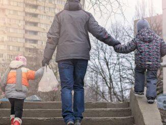 Många barn drabbas också när deras föräldrar får avslag