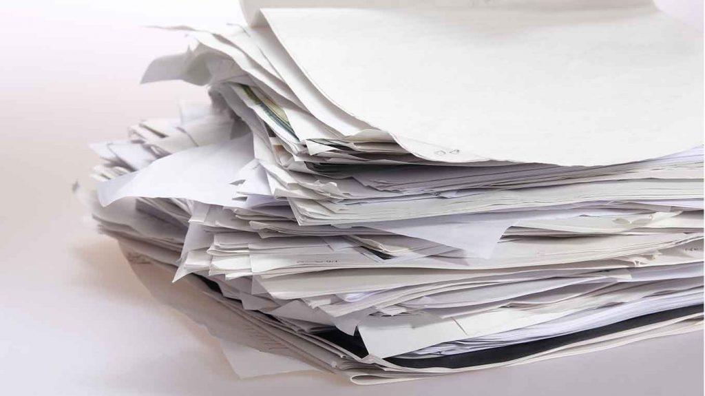 Bunt med papper till socialtjänsten